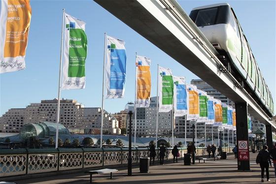 Vlajky Imagine Cupu vlají i na slavném otočném mostě Pyrmont Bridge