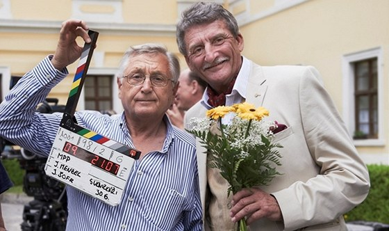 Z natáčení filmu Sukničkáři. Na fotografii kameraman Jaromír Šofr, Jiří Menzel