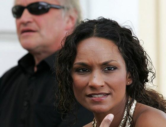 Michael Kocáb a Lejla Abbasová na dostihovém závodišti v Karlových Varech