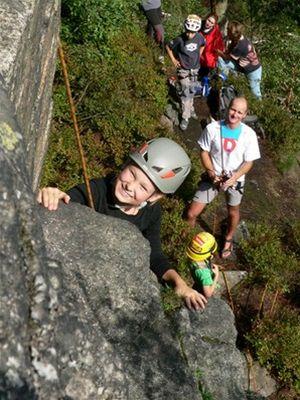 Jan Kuna vede při ZŠ Velké Hamry horolezecký kroužek.