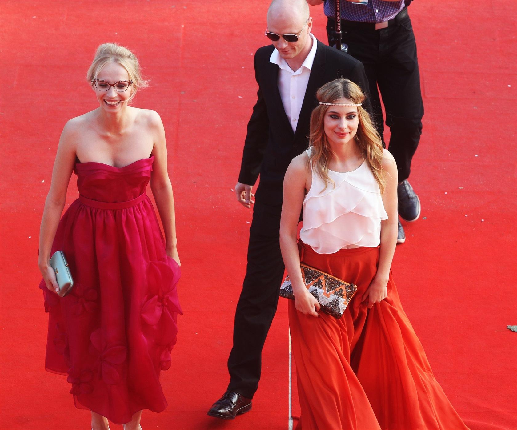 Jana Plodková, Jan Budař a Katarzyna Zawadzka před premiérou snímku Polski film
