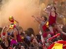 Fanou�ci �pan�lského národního týmu propukají v jásot, kdy� fotbalisté...