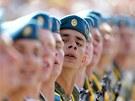 B�loruský vojín plní rozkazy b�hem p�ehlídky po�ádané v hlavním m�st� Minsku u...