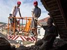 V Peka�sk� ulici spadla ��st podm��en�ho �t�tu �in�ovn�ho domu na sousedn�