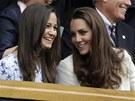 TO SI NENECHÁME UJÍT. Manželka britského prince Williama Kate (vpravo) a její...