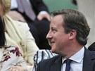 CO MYSLÍŠ, VYHRAJE TEN NÁŠ? Britský ministerský předseda David Cameron (vpravo)