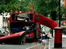 Torzo autobusu po teroristick�ch �toc�ch na Lond�n 7. �ervence 2005