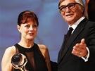 Oscarová herečka Susan Sarandonová s Křišťálovým glóbem od prezidenta festivalu