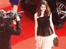Třináctiletá herečka Kara Haywardová na červeném koberci v Karlových Varech