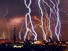 Snímek Pavla Gabzdyla no�ního nebe nad Brnem vznikl spojením n�kolika desítek...