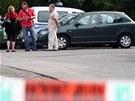 Policist� u domu ve Fren�t�t� pod Radho�t�m, kde byl mrtv� nalezen soudce