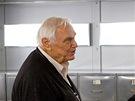 Ernest Borgnine v jednom ze svých posledních filmů. Na snímku je  s Bruce