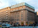 D�m na rohu V�clavsk�ho n�m�st� a Opletalovy ulice poch�z� z roku 1880.