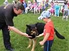 Policejní psovodi se v Purkraticích na Písecku loučili se služebním psem