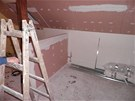 Zkosen� st�ny jsou oblo�en� s�dkrokartonem.
