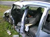 U Havl��kova Brodu se srazil kamion s osobn�m automobilem. �idi�e auta museli