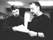 Jan Fišar (vpravo) s režisérem Radovanem Lipusem zkoušejí v prosinci 2000 hru