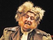 Jan Fišar jako podivínský strýc v divadelní hře Velkolepost vyvolených.