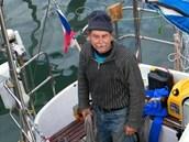 Mo�eplavec Petr Ondr��ek musel poni�enou plachetnici nechat na Nov�m Z�landu.