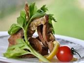 Fritovaný kapr po italsku je vhodný i pro bezlepkovou dietu. Na obalení rybího