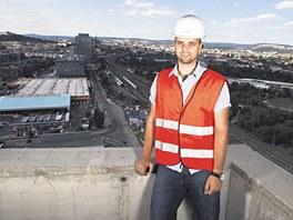 Petr Teplý ze společnosti Properity provádí po AZ Tower nejen novináře, ale