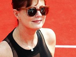 Susan Sarandonová na červeném koberci v Karlových Varech