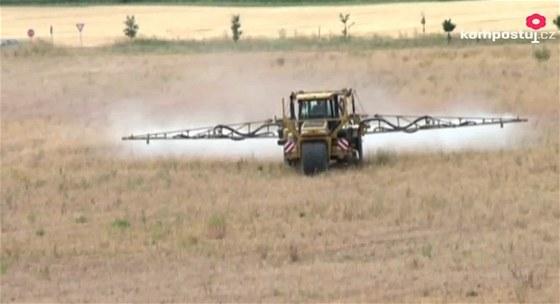 Chemické hnojení je pro zemědělské velkoprovozy nejjednodušší, půdu to ale ničí.
