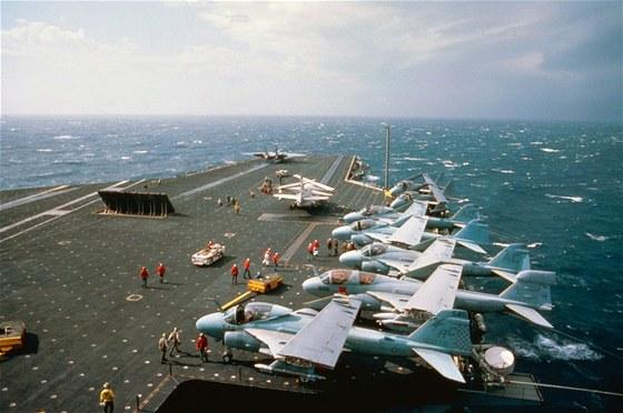 Americk� letadlov� lo� USS John F. Kennedy