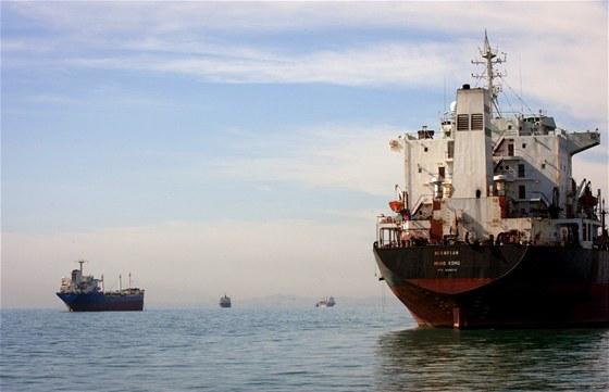N�kladn� tankery v Hormuzsk�m pr�livu (ilustra�n� sn�mek)