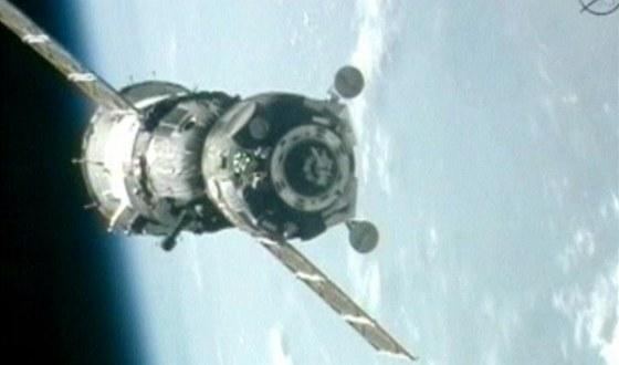 Sojuz s t���lennou pos�dkou zakotvil u ISS