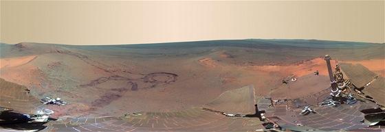 Panoramatický snímek povrchu Marsu pořízený sondou Opportunity