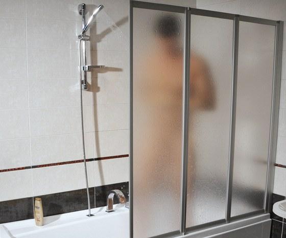 Ide�ln� z�st�na by m�la dos�hnout v�ky standardn�ho sprchov�ho koutu, kter� je