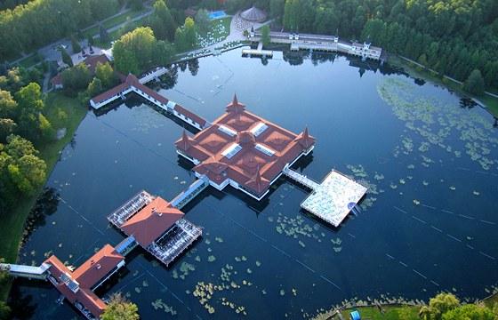 Letecký pohled na jezero Hévíz