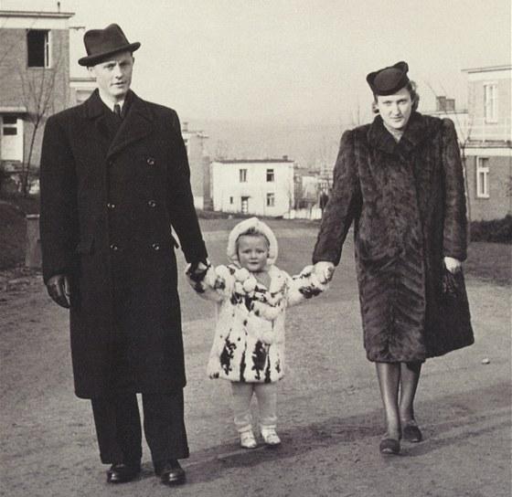 Eva Jiřičná s rodiči coby dítě