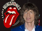 Mick Jagger u loga, kter� p�ipom�n� 50 let spole�n�ho hran� kapely Rolling...