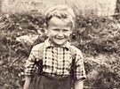 I když Kratochvíl vyrůstal v harmonické rodině, doba jim nepřála. Po roce 1948