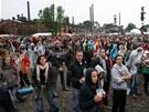 Diváci se při festivalu Colours of Ostrava pohybovali a dlouhé hodiny i stáli