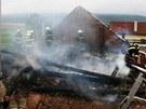 Požár střechy hospody v Komárově na Olomoucku