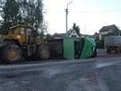 Silniční válec způsobil ve Vrchlabí na nákladních vozidlech a dopravním značení