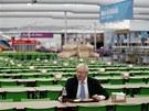 DOBROU CHUŤ! Starosta Londýna Boris Johnson na obědě v kantýně v olympijské...