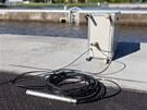 Po Vltavě pluje vyměřovací loď Valentýna II. Pomocí sonaru měří dno řeky. Na...