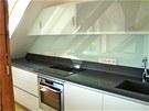 Do kuchy�sk�ho koutu p�idali majitel� je�t� jedno st�e�n� okno, kter� osv�tluje...