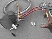 Tragick� nehoda cyklisty v Zoubkov� ulici v Kostelci nad Orlic� (13. �ervence