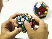 Rubikova kostka v rukou mistrů