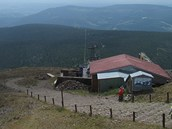 Z�b�r z webkamery na Po�tovn� ukazuje stanici star� lanovky na Sn�ce (19.