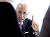 Z�stupce akcion��e firmy eHI, �v�carsk� advok�t Thomas Ladner (18. �ervence