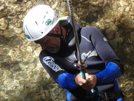 Canyoning za m�ste�kem Claut na severu It�lie.