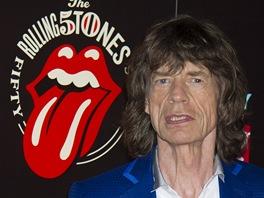 Mick Jagger u loga, které připomíná 50 let společného hraní kapely Rolling