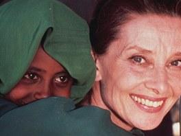 Charismatická Audrey Hepburnová pomáhala v pozdějším věku dětem v Africe.