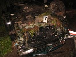 Převrácený Citroen Xsara po nehodě u Kumburského Újezdu na Jičínsku (17.